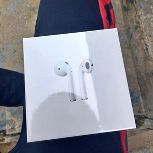 AIR PODS GEN2 NEVER OPENED